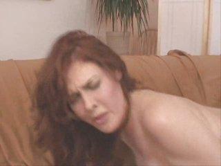 Mae Victoria glum redhead full-grown milf Victorian ass troia inculata culo figa