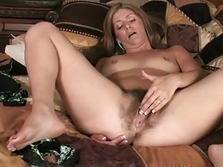 MILF shows say no to hairy pussy - 2