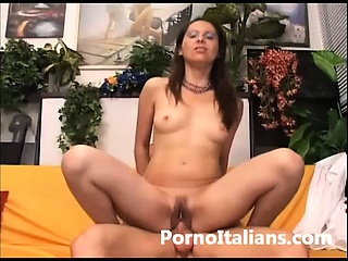 Italian porn milf -milf italiana scopa con maschio dal cazzo enorme