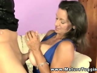Bigtit mature tugging on his fast flannel
