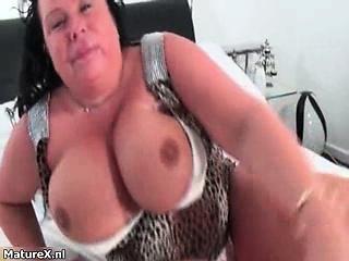 Hellacious mature slut rubs their way huge tits