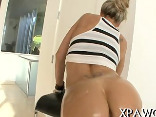 Juicy butt gets covered adjacent to buy off