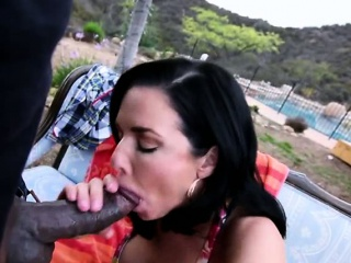 Busty Veronica Avluv squirts on the top of inky cock