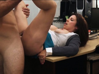 Busty milf ups say no to cash by sucking blarney
