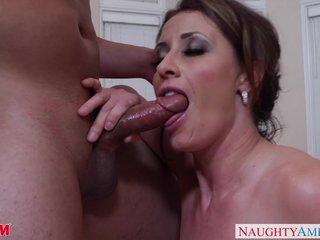 Sex-mad ma Eva Notty gives titjob