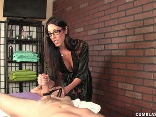 Hot Brunette Masseuse Causes A Broad in the beam Cumshot