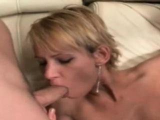 Skinny blonde loves shagging surrounding 2 changeless cocks